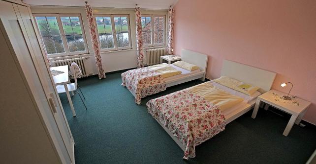 Zimmer mit Etagenduschen