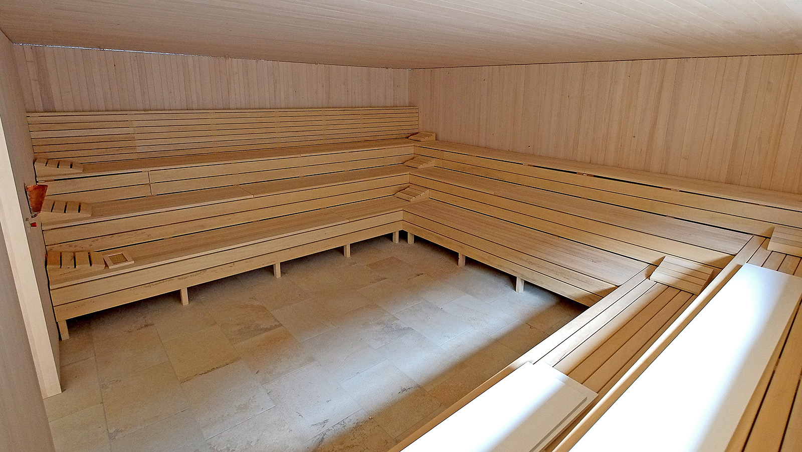 sauna_sneak_16x9