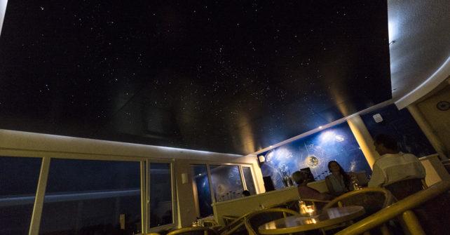Sterne schimmern, egal, ob Wolken da sind